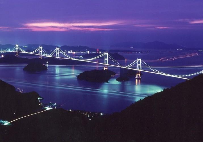 夜の来島海峡大橋