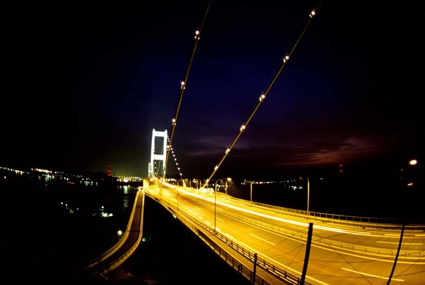 夜のしまなみ海道 photo by Martin Samoy