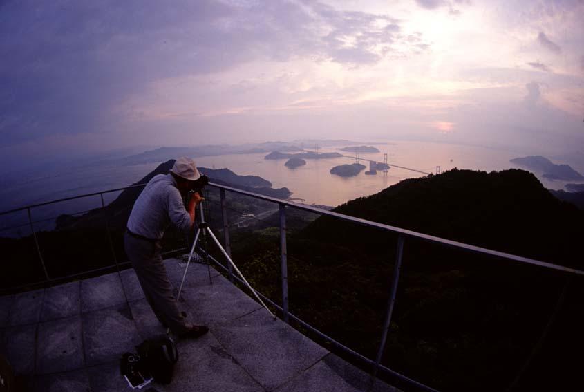 大島・亀老山からのしまなみ海道 photo by Martin Samoy